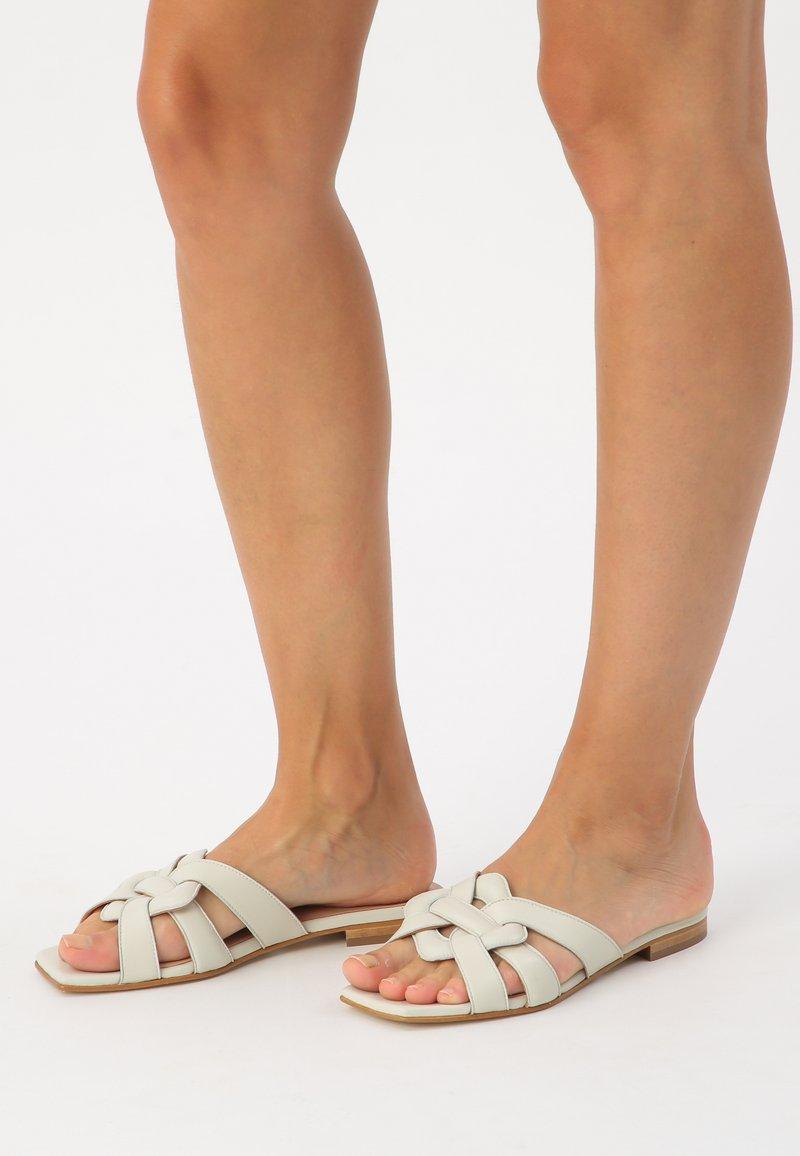 KUNOKA - SYLVIE - Slippers - white