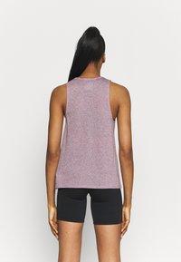 Nike Performance - CITY SLEEK TANK TRAIL - Funktionsshirt - team red/iron grey heather/reflective silver - 2