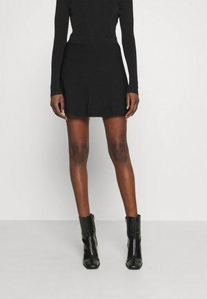 SKYLAR SKIRT - Spódnica trapezowa - black