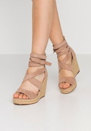 High heeled sandals - pepper