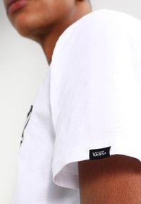 Vans - MN VANS OTW - Print T-shirt - white - 3