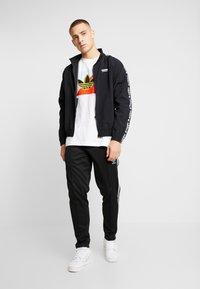 adidas Originals - DIAGONAL LOGO SHORT SLEEVE GRAPHIC TEE - Print T-shirt - white - 1