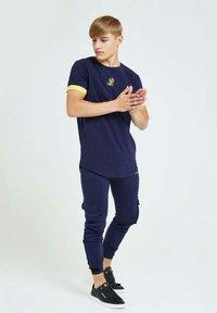 Illusive London Juniors - Cargo trousers - navy gold & yellow - 5