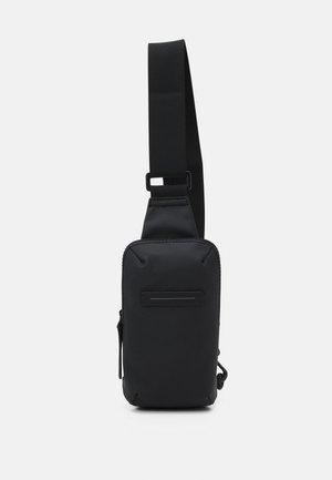 GION CROSSBODY BAG S UNISEX - Axelremsväska - all black