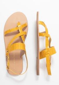 Dorothy Perkins - FABIENNE TRIPLE STRAP GLAD T-BAR - tåsandaler - yellow - 3