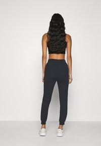 Even&Odd - 2er PACK - Slim fit joggers - Teplákové kalhoty - black/ white - 3