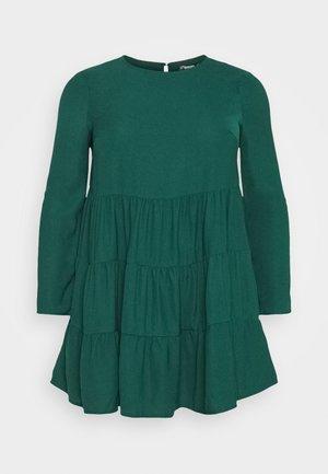 TIERED SMOCK DRESS - Vestito estivo - green
