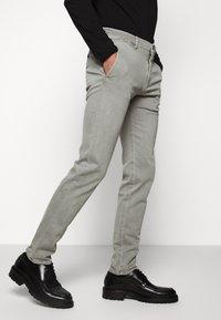 JOOP! Jeans - STEEN - Spodnie materiałowe - beige - 0