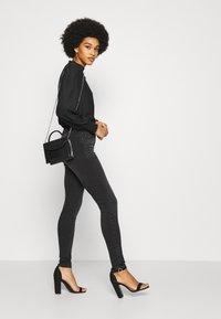 ONLY - ONLPAOLA LIFE  - Jeans Skinny Fit - dark grey denim - 4