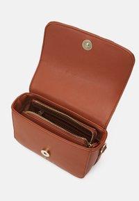 Valentino Bags - ANTEA - Käsilaukku - cuoio/multicolor - 2