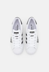 adidas Originals - SUPERSTAR SPORTS INSPIRED SHOES UNISEX - Sneakers basse - footwear white/core black - 3
