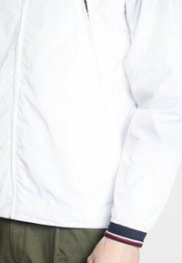 Tommy Hilfiger - LIGHT WEIGHT HOODED  - Summer jacket - white - 4
