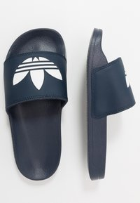 adidas Originals - ADILETTE LITE - Matalakantaiset pistokkaat - core navy/footwear white - 0