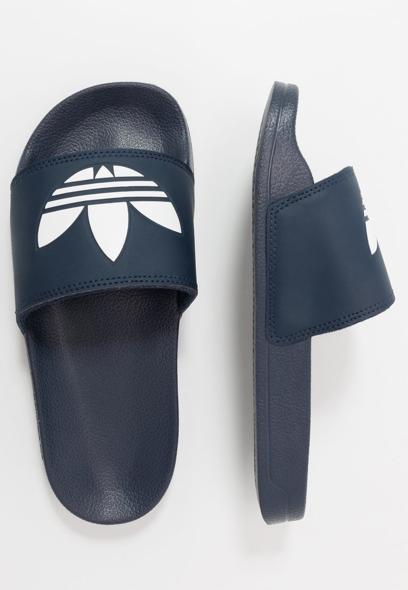 adidas Originals - ADILETTE LITE - Matalakantaiset pistokkaat - core navy/footwear white