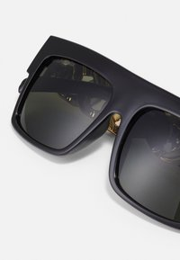 Urban Classics - SUNGLASSES ZAKYNTHOS WITH CHAIN - Sunglasses - black/gold-coloured - 4