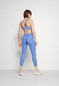 Sweaty Betty - ALL DAY EMBOSSED 7/8 LEGGINGS - Legging - blue - 2