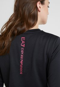 EA7 Emporio Armani - TRAIN LOGO SERIES - Sweatshirt - black / neon pink - 6