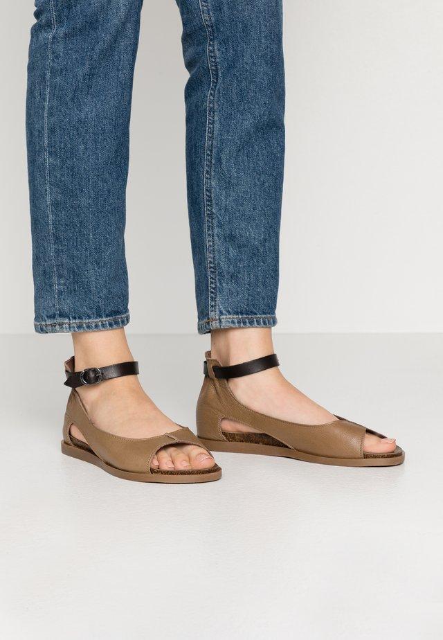 Sandaalit nilkkaremmillä - twister musk