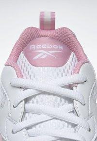 Reebok - SPRINTER  - Chaussures de running neutres - white - 10