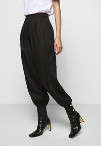 Mother of Pearl - ELASTICATED TROUSER WITH CUFF HEM - Trousers - black - 0