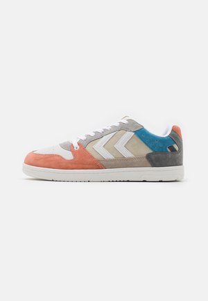 POWER PLAY UNISEX - Sneakers laag - grey/beige/red/blue