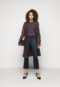 J Brand - FRANKY HIGH RISE CROP BOOT - Bootcut jeans - concept - 1