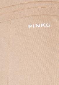 Pinko - ADDAMS PANTALONE - Teplákové kalhoty - beige  asinello - 2