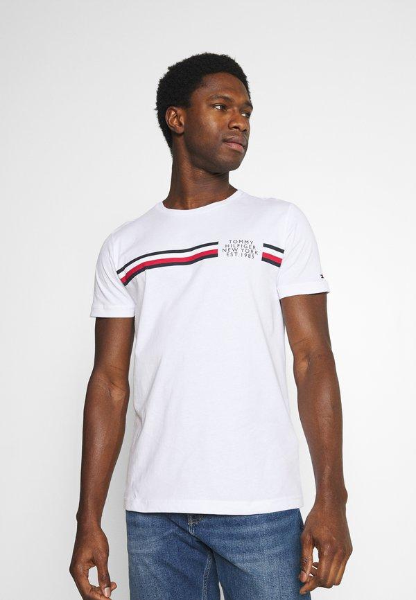 Tommy Hilfiger CORP SPLIT TEE - T-shirt z nadrukiem - white/biały Odzież Męska OFAN