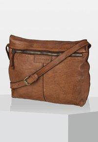 Harold's - Across body bag - cognac - 2