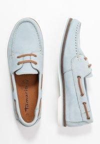 Tamaris - LACE-UP - Boat shoes - sky - 3