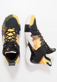 Jordan - WHY NOT 0.2 SE - Basketbalové boty - black/flash crimson/amarillo/vast grey - 1
