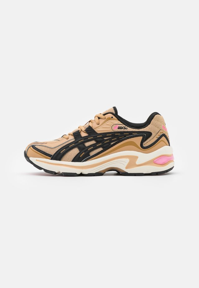 GEL-PRELEUS - Joggesko - camel beige/black