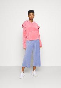 Monki - CORIE TROUSERS - Trousers - blue light - 1