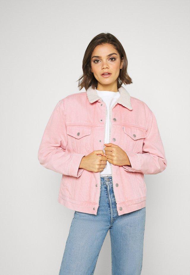 TRUCKER - Veste en jean - chalky blush