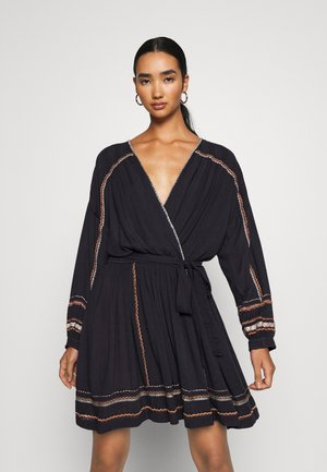 DELILAH EMBROIDERED WRAP - Korte jurk - navy