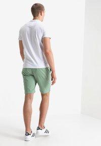 Superdry - INTERNATIONAL CHINO SHORT - Shorts - green tea - 2
