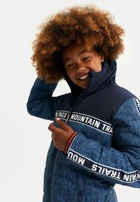 WE Fashion - MET CAPUCHON - Winterjas - blue - 2