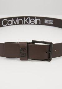 Calvin Klein - 35MM SIGNATURE LOOP BELT - Pásek - brown - 5