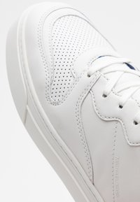 Michael Kors - BAXTER - Sneakersy niskie - optic white - 3