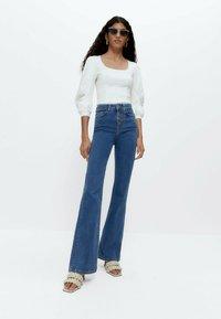 Uterqüe - Flared Jeans - blue denim - 1