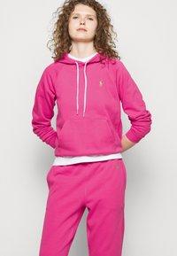 Polo Ralph Lauren - FEATHERWEIGHT - Pantaloni sportivi - peony - 3