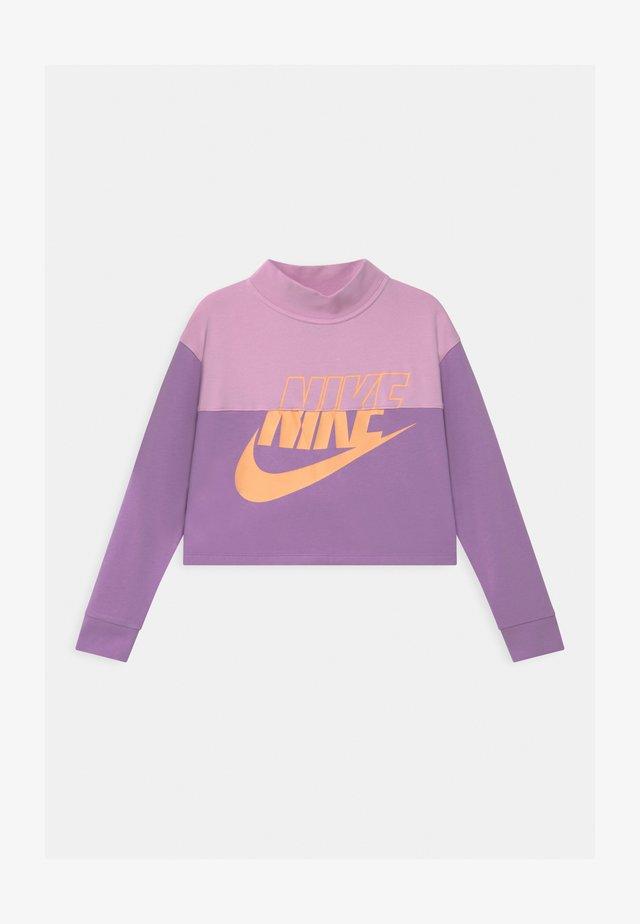 CROP CREW - Sweatshirt - arctic pink/violet star/orange chalk