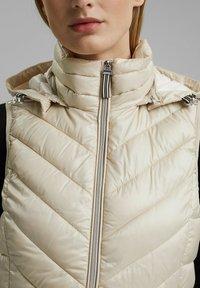 Esprit - MIT 3M™ THINSULATE™ - Waistcoat - cream beige - 3