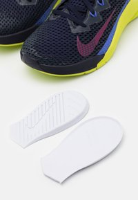 Nike Performance - METCON 6 - Sports shoes - blackened blue/red plum/cyber/sapphire - 5
