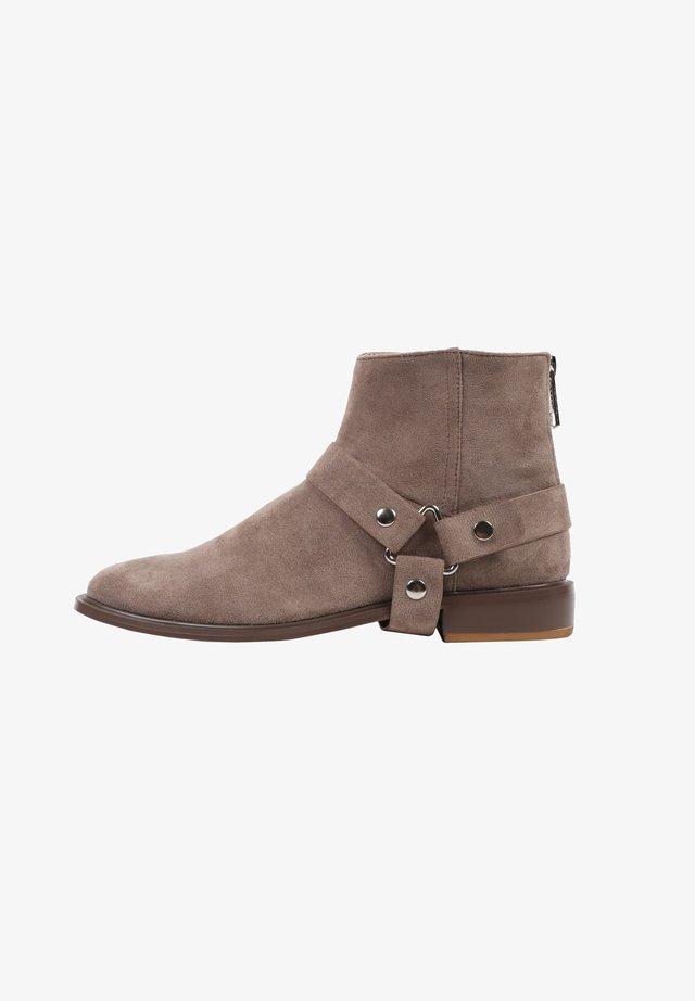PIA - Santiags - greyish brown