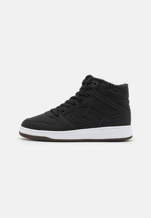ST POWER PLAY MID WINTER UNISEX - Höga sneakers - black