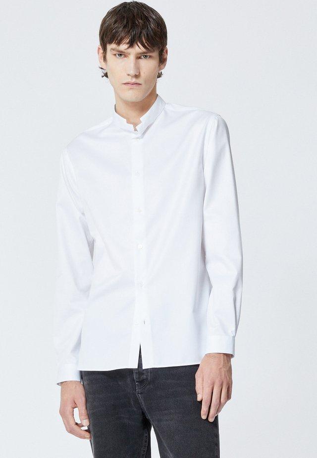 À COL OFFICIER - Koszula biznesowa - white
