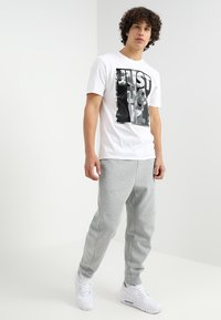 Nike Sportswear - PANT - Pantalon de survêtement - dark grey heather - 1