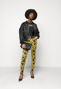 Versace Jeans Couture - LADY - Triko spotiskem - black - 1