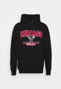 Mitchell & Ness - NBA CHICAGO BULLS ARCH LOGO HOODY - Klubbkläder - black - 4